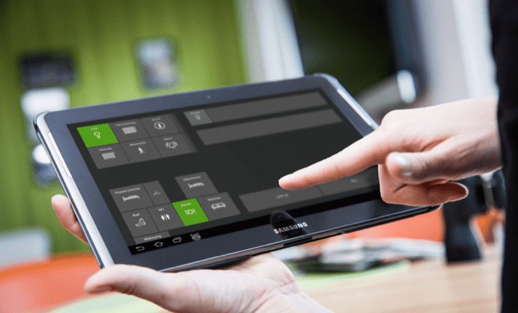 Ambient Assisted Living Musterwohnung Tablet Bedienung